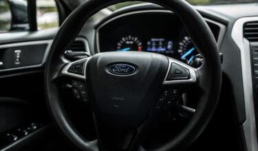 Ford Fusion руль