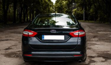 Ford Fusion сзади